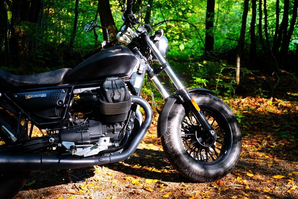 Moto Guzzi V9 Bobber by eaglepowder.com Christoph Cecerle for mipiace.at