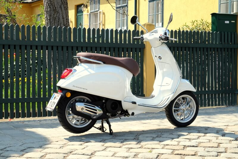 Vespa Primavera 125 IGET ABS by eagepowder.com Christoph Cecerle for mipiace